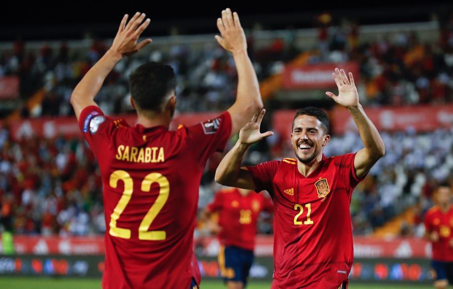 Tây Ban Nha chiếm ngôi đầu nhờ chiến thắng '4 sao'