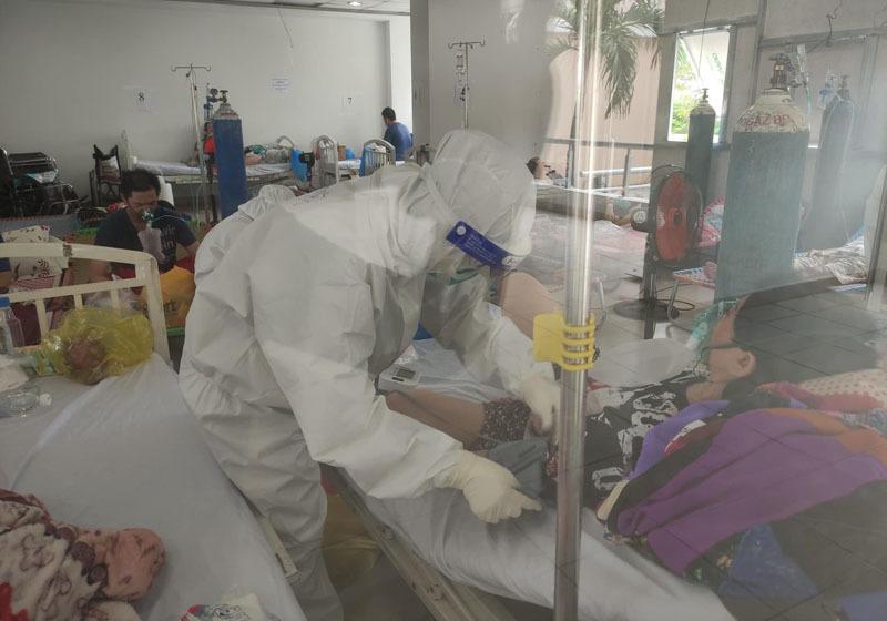 Bệnh viện dã chiến trong hầm để xe, nơi hồi phục cho nhiều F0 nguy kịch