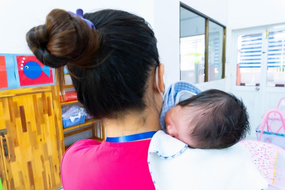 Chuyện xúc động nơi những bé sơ sinh phải xa mẹ vì Covid-19