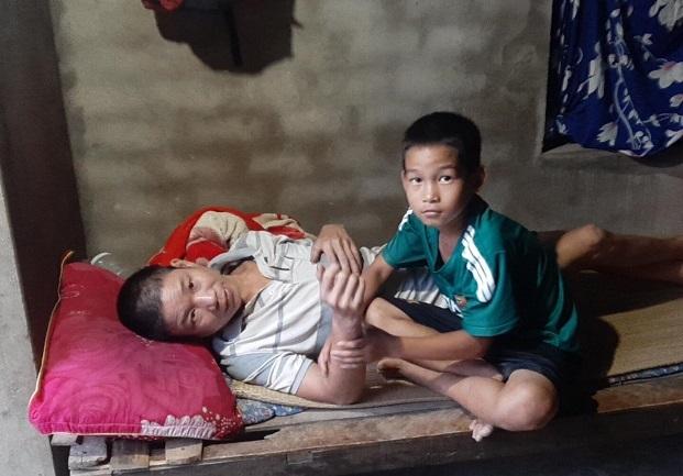 Bố mẹ đổ bệnh, con trai học lớp 6 bỗng trở thành 'chỗ dựa' duy nhất