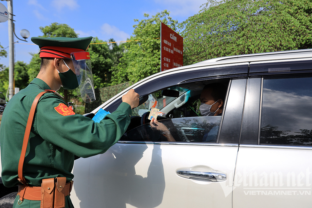 Bộ Quốc phòng cùng 10 tỉnh thành sẵn sàng hỗ trợ Hà Nội chống dịch