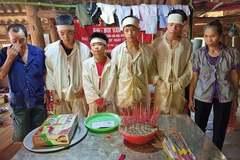 Bốn đứa trẻ mồ côi cha ở Hoà Bình đón nhận tấm lòng bạn đọc