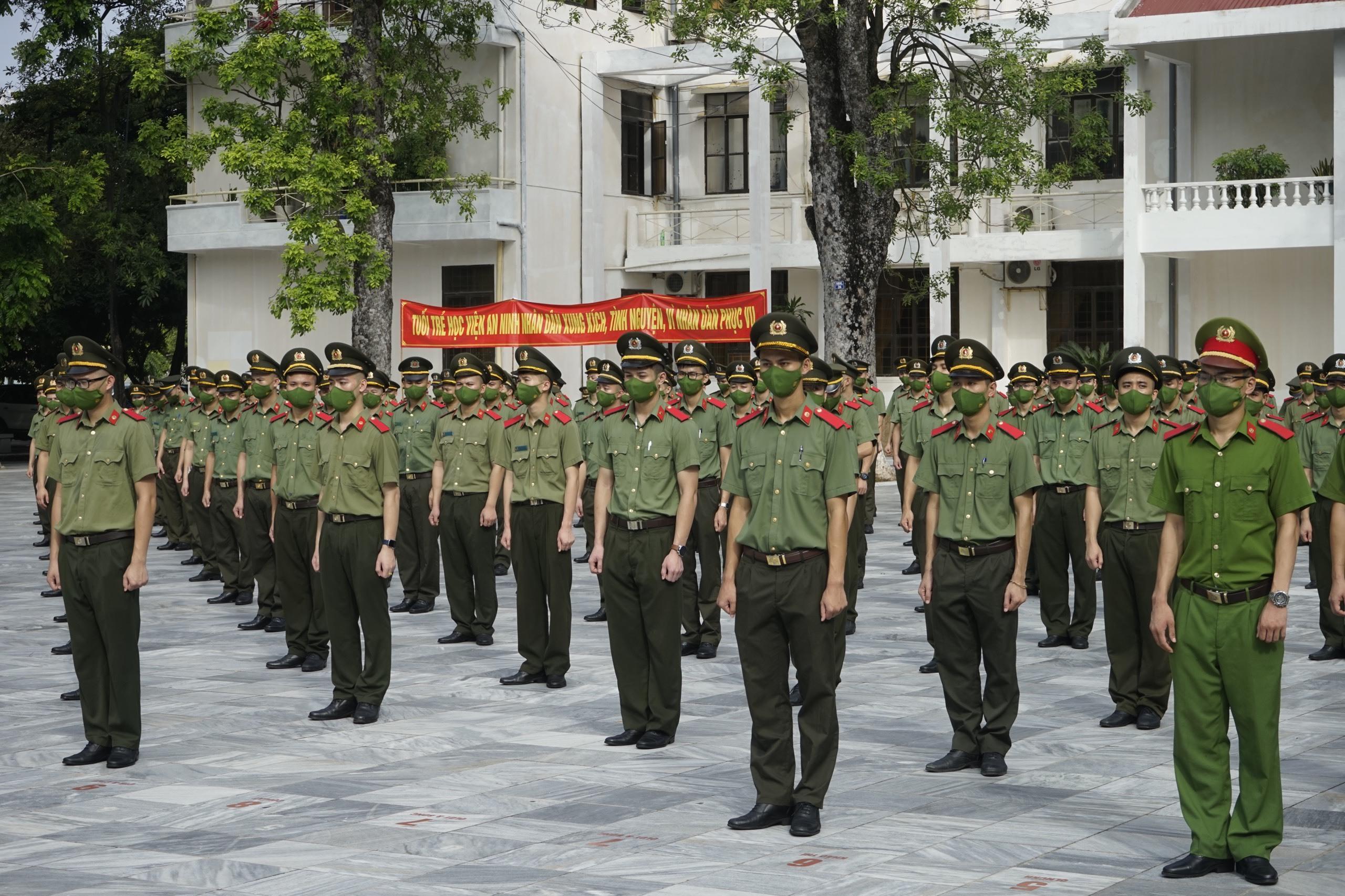 Gần 1.000 học viên công an xuất quân vào miền Nam chống dịch