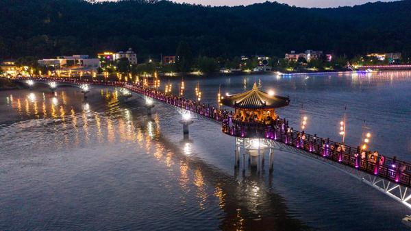 Trải nghiệm du lịch đêm 'muôn màu' tại Gyeongbuk
