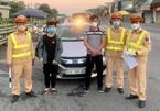 Hà Nội: Lái xe giấu em nhỏ trong cốp xe để qua chốt kiểm dịch Covid-19