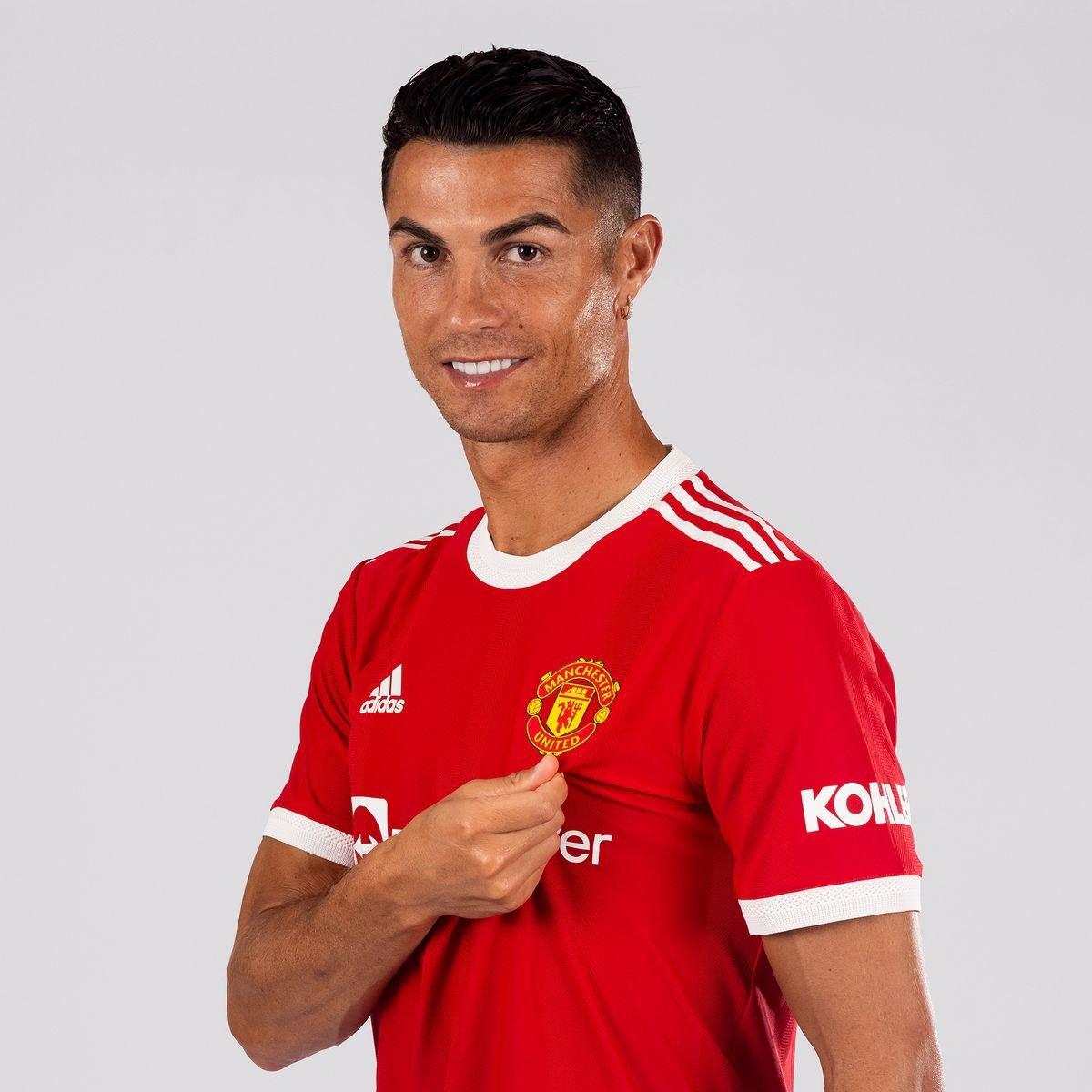 Ronaldo tái xuất MU là tin cực xấu với Van de Beek
