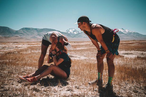 3 thanh niên chạy bộ 400km sau một cơn say