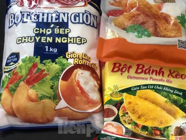 Bột mì, bột gạo… giá cao chót vót vẫn 'cháy hàng' ở TP.HCM
