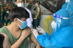 Health ministry tells HCM City, southern provinces to wrap up COVID vaccination by September 15