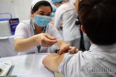 Cán bộ phường ở TP.HCM tổ chức tiêm vắc xin thu tiền bị khởi tố