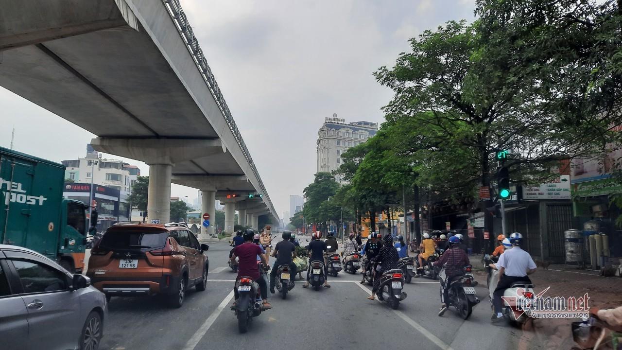 Phân làn từ xa tại chốt Cầu Diễn, không xảy ra ùn tắc giao thông
