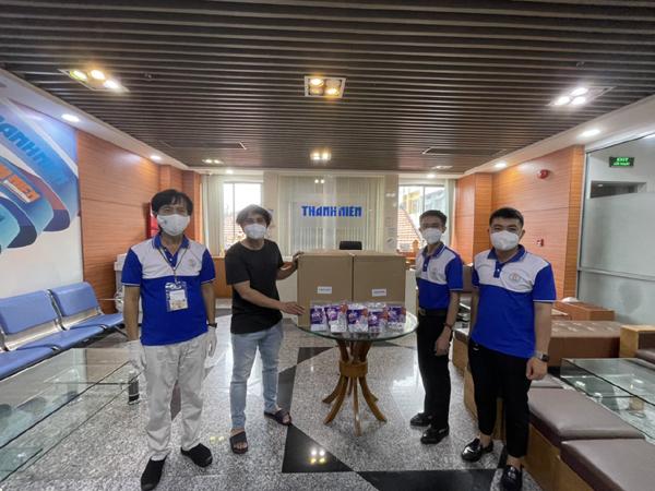 Kim Oanh Group tặng người làm báo TP.HCM thuốc hỗ trợ điều trị Covid-19