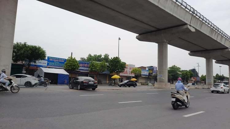 """Xe quay đầu né chốt kiểm soát """"vùng đỏ"""" ở Hà Nội"""