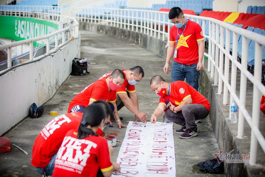 CĐV Việt Nam làm điều đặc biệt ở Mỹ Đình