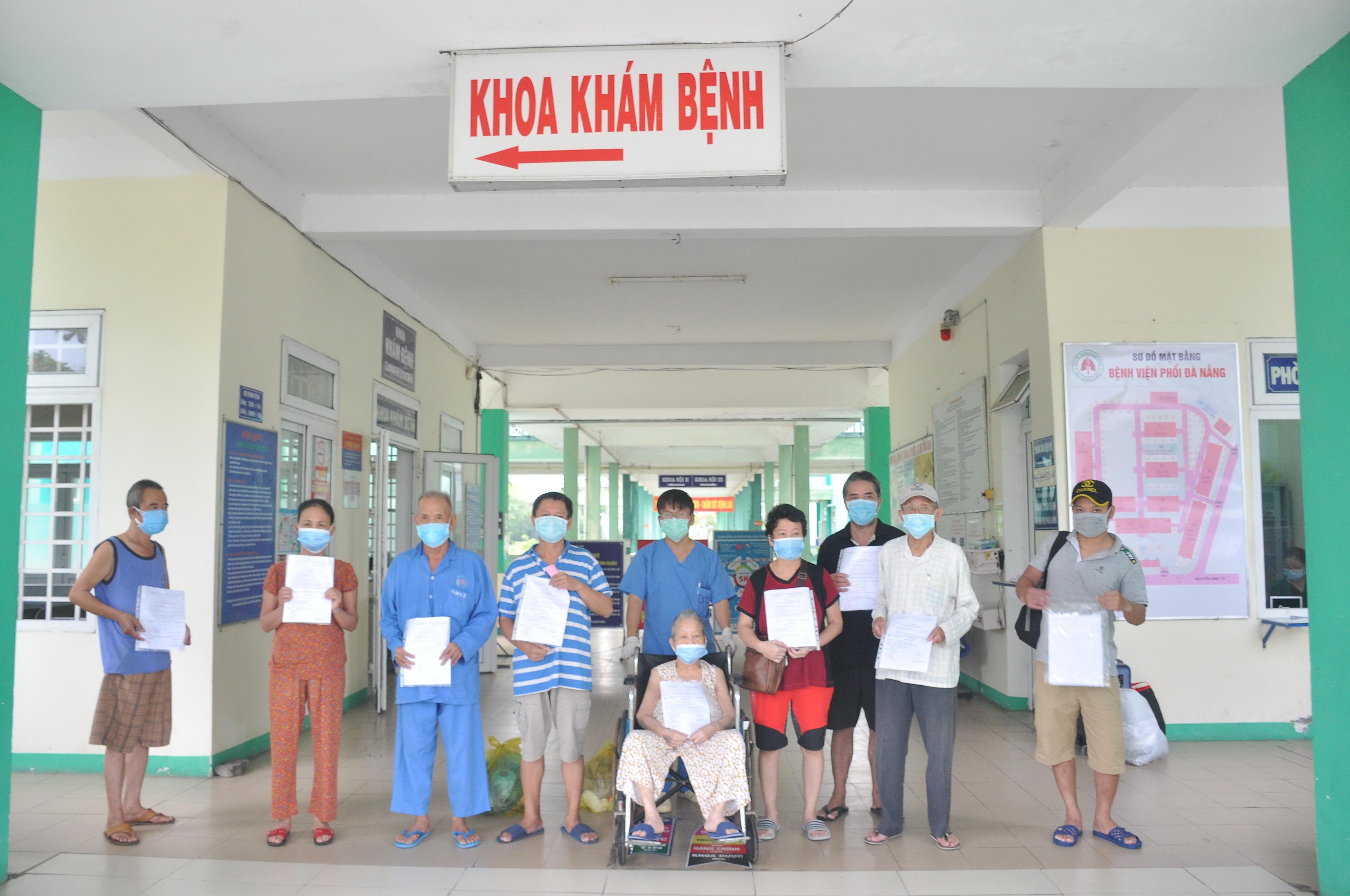 Nhiều bệnh nhân Covid-19 cao tuổi, có bệnh nền ở Đà Nẵng được xuất viện