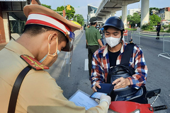 Hanoi considers allowing fully vaccinated people to travel