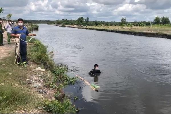 Bị truy đuổi, hai đối tượng trộm chó lao xuống kênh, một người chết