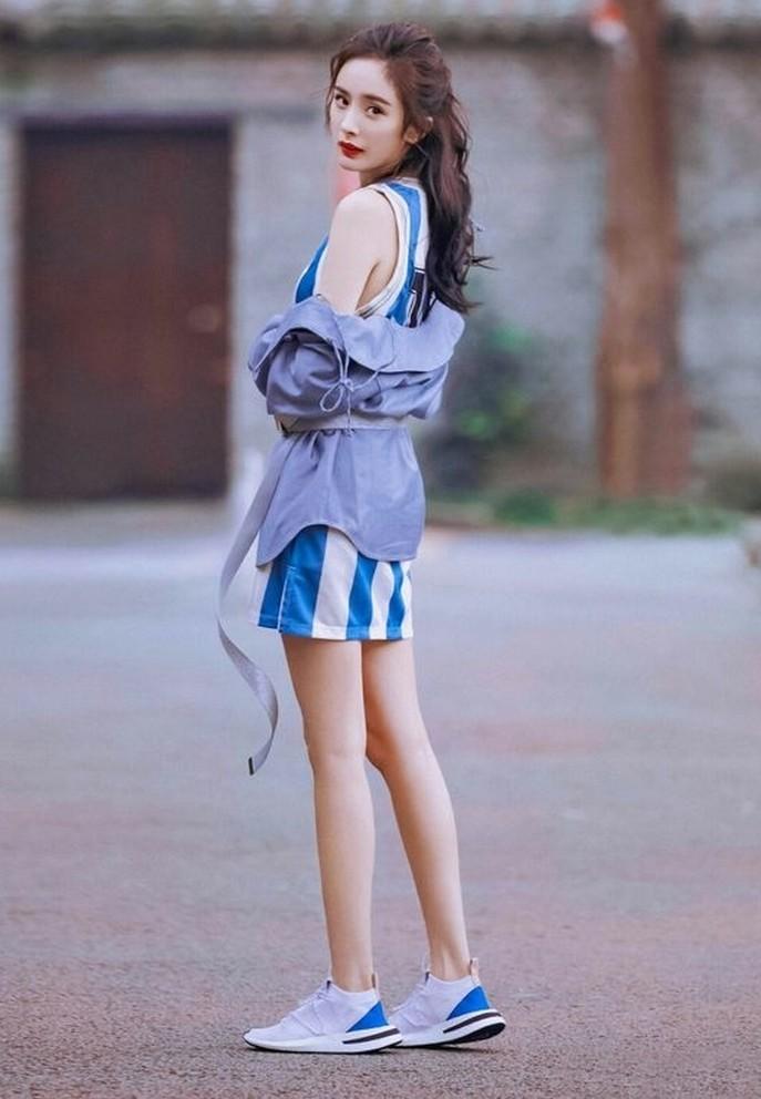 Dương Mịch tuổi 35 gây sốt với chân thon như thiếu nữ