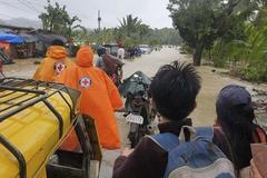 Philippines tìm kiếm hàng chục ngư dân mất tích do bão Côn Sơn