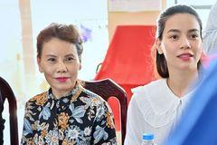 Mẹ Hồ Ngọc Hà khẳng định không ăn chặn tiền từ thiện