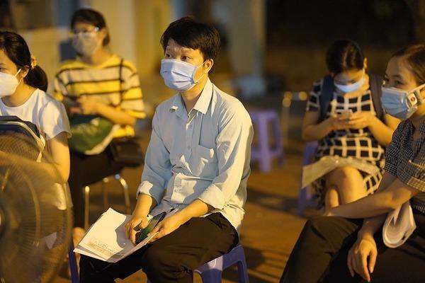 Cách làm thủ công trong cấp giấy đi đường ở Hà Nội
