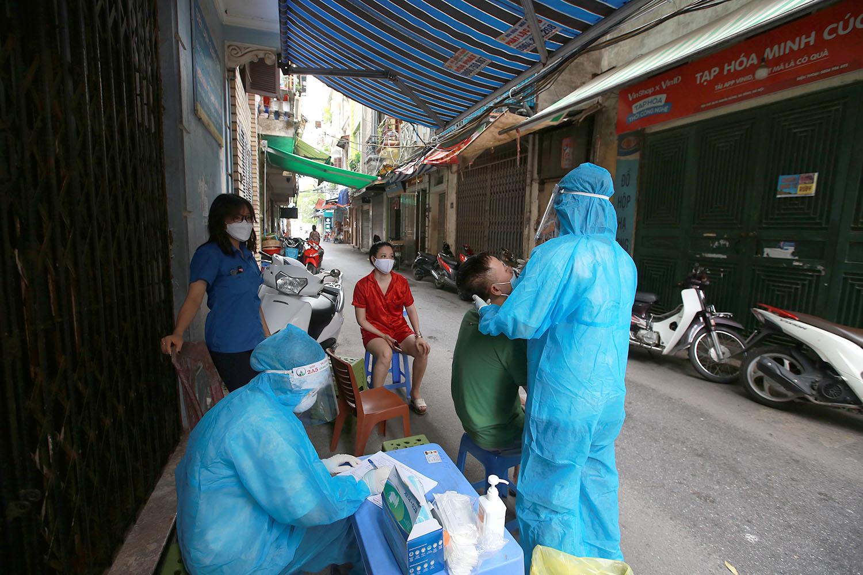 Hà Nội phong tỏa khu 800 dân do có gia đình 4 người mắc Covid-19