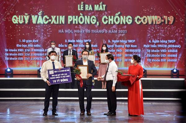 Toyota Việt Nam tặng Vĩnh Phúc thiết bị y tế 1,2 tỷ đồng