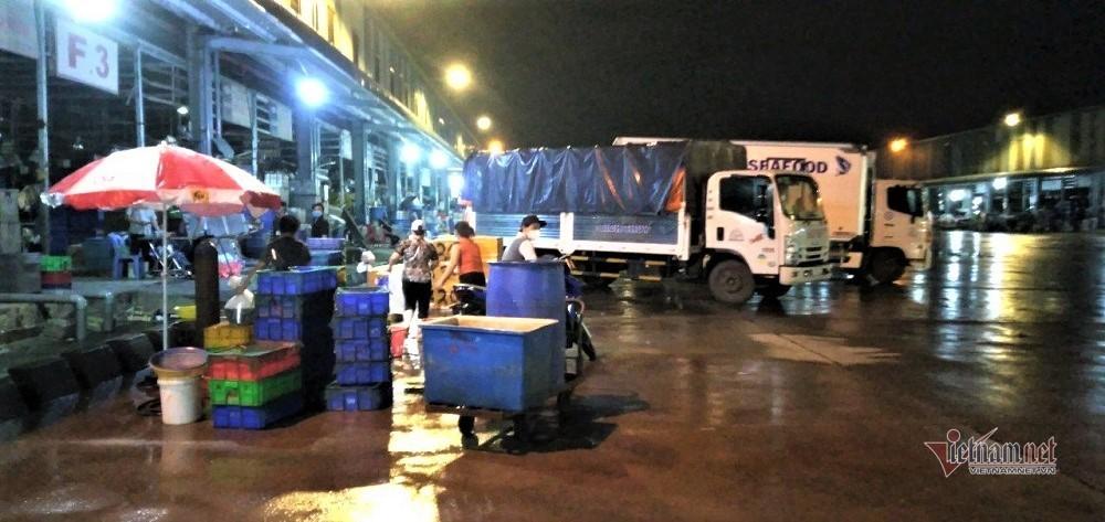 Đêm đầu tiên chợ Bình Điền mở lại sau 2 tháng đóng cửa