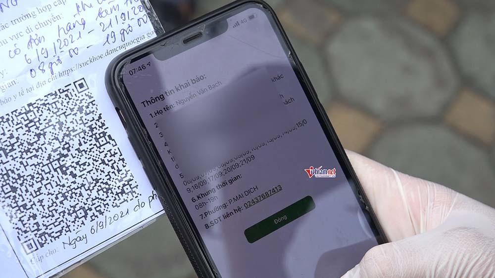 Hà Nội: Người giao hàng gặp khó vì giấy đi đường mẫu mới được viết tay
