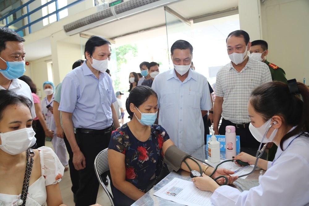 Hải Phòng bắt đầu tiêm vắc xin Sinopharm mượn từ TP.HCM cho người dân