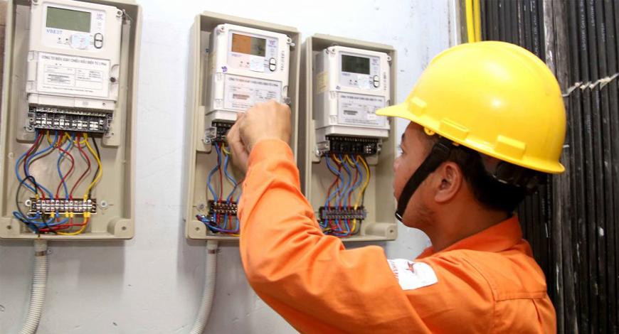 PC Hà Tĩnh lắp đặt thêm công tơ điện tử đo xa để giúp khách hàng sử dụng điện hiệu quả