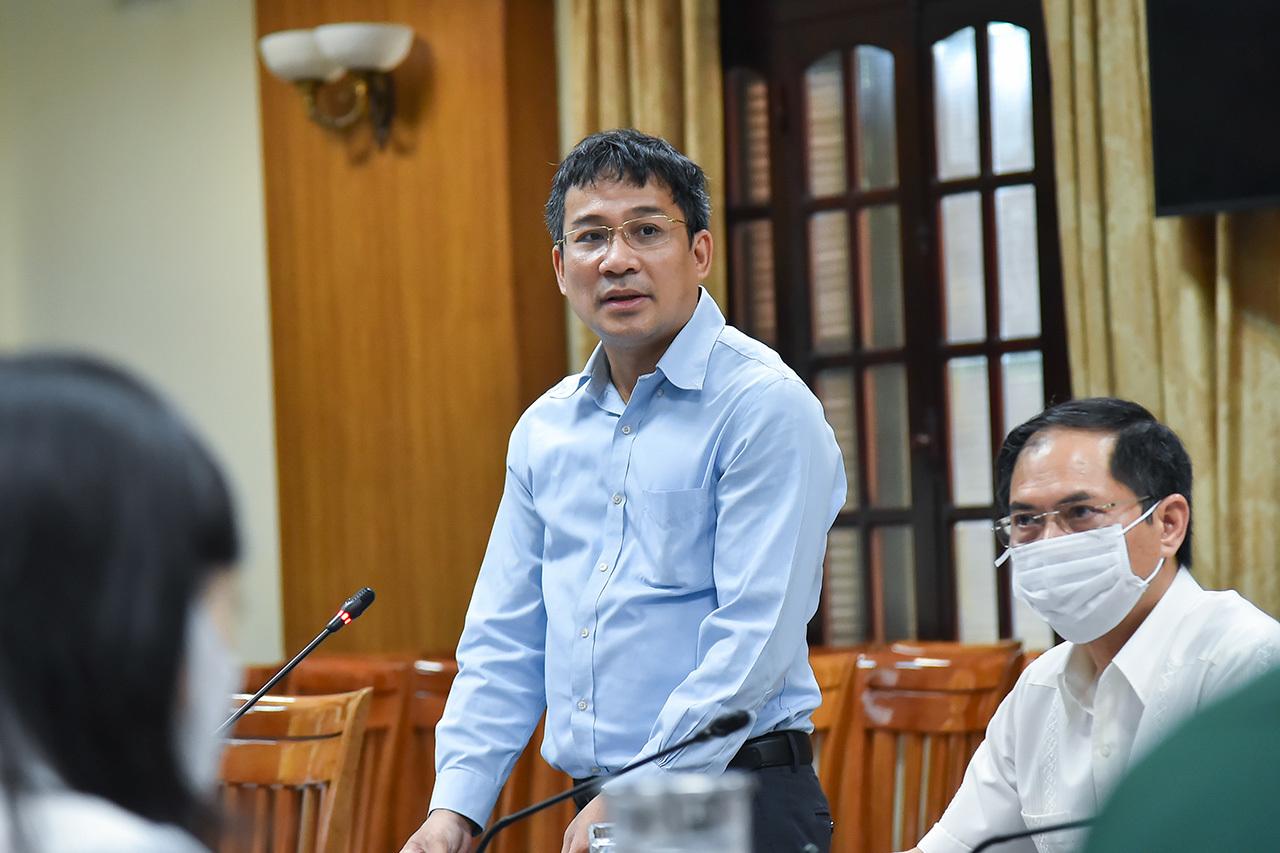 Bộ trưởng Ngoại giao yêu cầu tiếp cận mạnh hơn thuốc đặc trị Covid-19