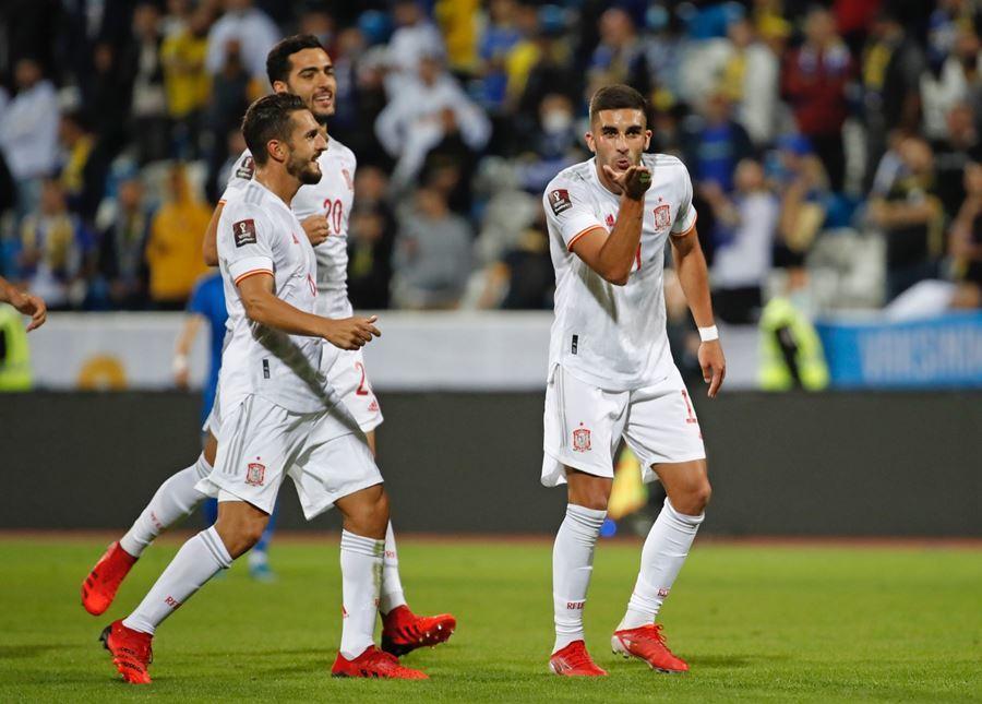 Thắng nhọc Kosovo, Tây Ban Nha củng cố ngôi đầu