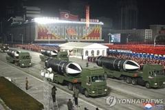 Lãnh đạo Triều Tiên Kim Jong Un xuất hiện khác lạ ở lễ duyệt binh