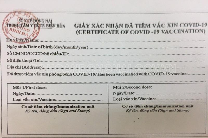Chủ tiệm photocopy làm giả giấy chứng nhận tiêm vắc xin và giấy đi đường