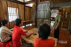 """Người Dao mở lớp học chữ """"Nôm Dao"""" nhằm duy trì, bảo tồn di sản của cha ông"""