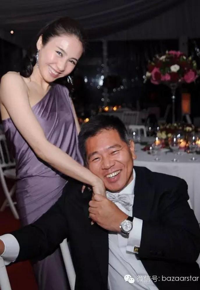 Lê Tư tuổi 50 giàu sang sau khi lấy chồng tỷ phú tật nguyền