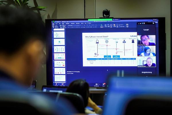 Viet Solutions: Đại dịch tạo cơ hội hợp tác giữa 'sếu đầu đàn' và startup