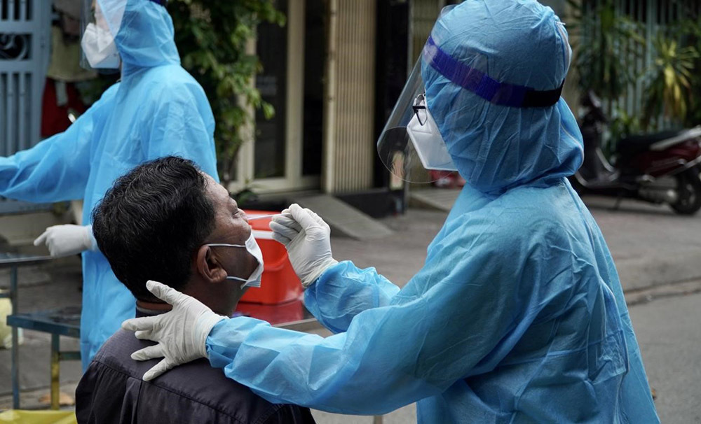 Bộ Y tế: Không thể đánh đồng, so sánh giá xét nghiệm Covid-19