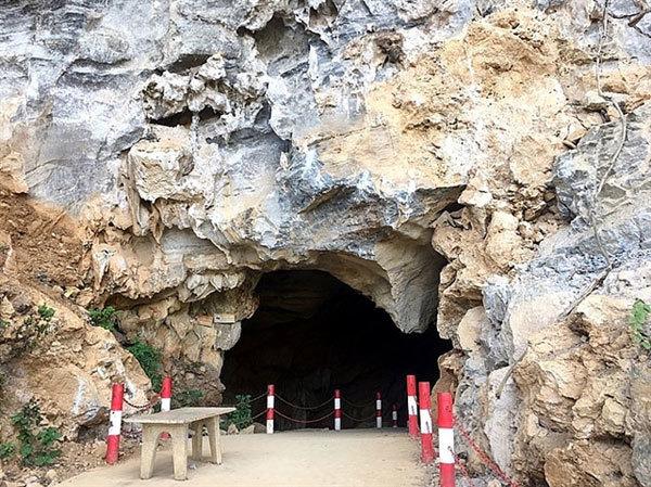 Dien Bien's magnificentKho Chua La Cave