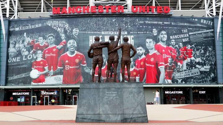 MU trưng áp phích mới ở Old Trafford, chỉ Paul Pogba vắng bóng