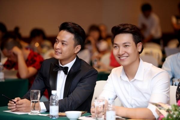 MC Tuấn Tú 'cà khịa' chuyện Hồng Đăng, Mạnh Trường lấy vợ sớm