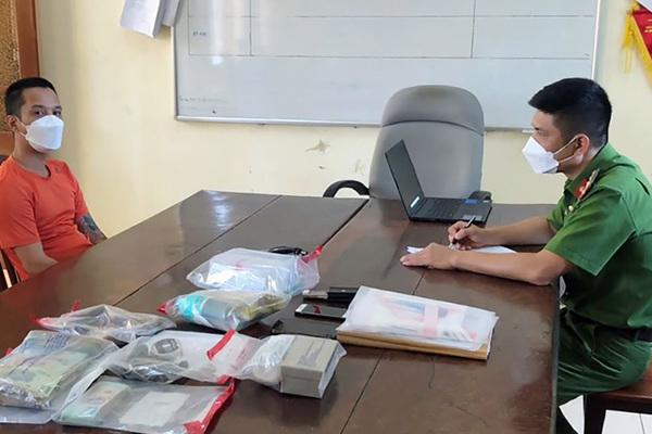 Phát hiện ma túy, súng khi khám xét nhà riêng giám đốc xe An Phú Quý