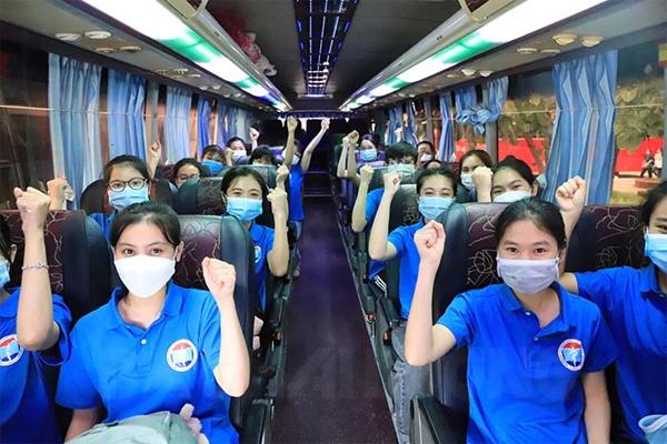 Hàng nghìn nhân viên y tế các tỉnh lên đường chi viện cho Hà Nội