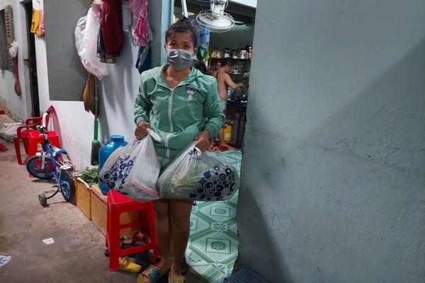 Những đứa trẻ nghèo từ quê 'mắc kẹt' ở thành phố