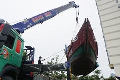 Lo bão số 5, dân Đà Nẵng khẩn trương thu hoạch lúa, cẩu tàu thuyền lên bờ