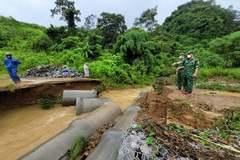 Mưa lũ cuốn đứt cầu, hàng trăm hộ dân miền núi Quảng Trị bị chia cắt
