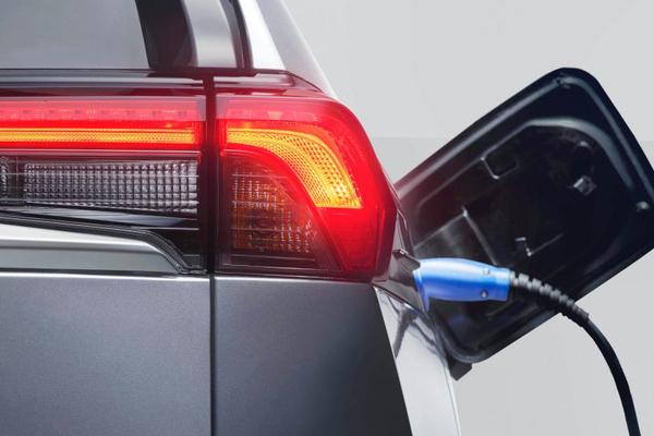 Các hãng xe mất hàng tỷ USD giải quyết sự cố của xe điện