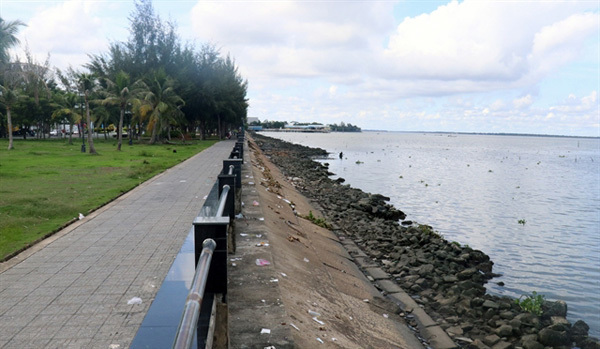 Mekong Delta authorities speed up erosion prevention projects