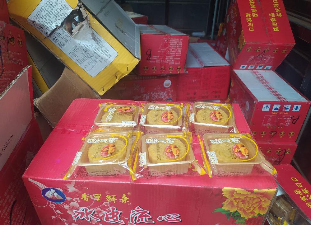 Hàng vạn bánh trung thu Trung Quốc tuồn về, bán trôi nổi trên mạng